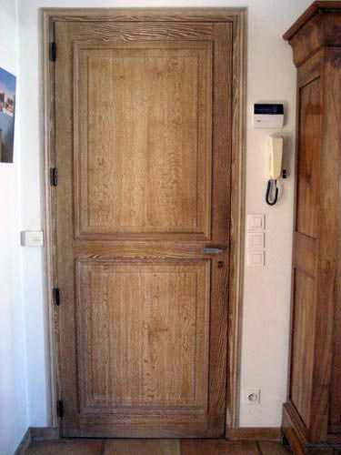 Menuiserie traditionnelle menuiserie contemporaine for Peindre une porte en bois